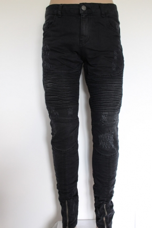 produkt-21-Spodnie_Jeansowe_czarne_darte-124-23.html